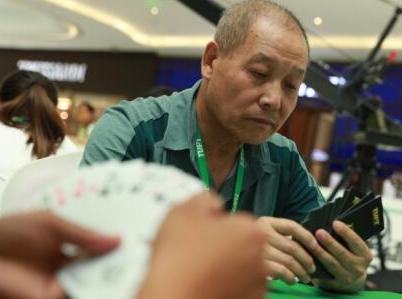 七旬老者现身TUPT途游扑克锦标赛 享受竞技看淡名次